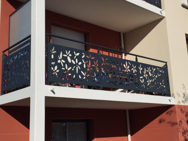 habillage de garde corps sur balcon