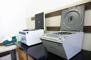 Matériel médical de laboratoire : centrifugeuse
