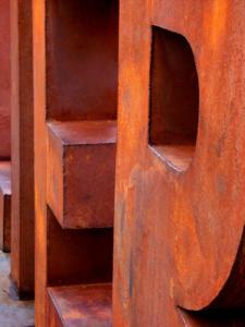 Metallerie industrielle et mobilier urbain en acier corten.