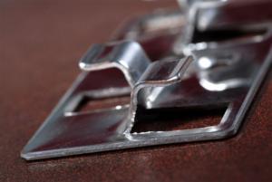 pattes et systèmes de fixation métalliques industrielle