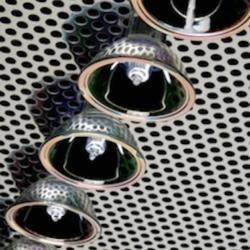 Plafond en métal perforé