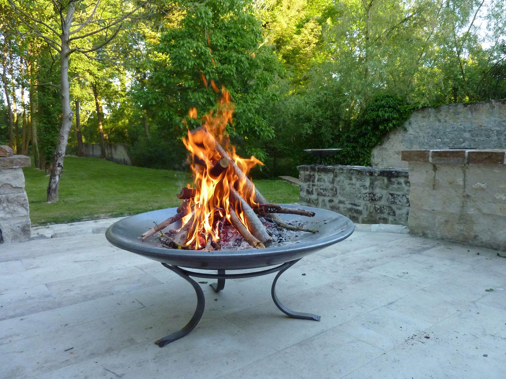 peinture haute temp rature pour poele a bois chemin e barbecue ami. Black Bedroom Furniture Sets. Home Design Ideas