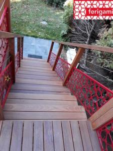 Garde corps escalier tole décoration perforée FERIGAMI
